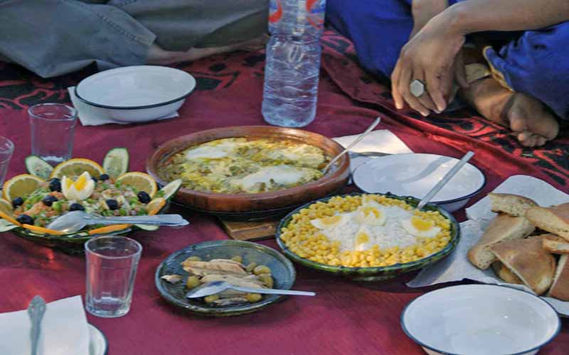 dinner-in-the-desert-morocco-5-day-trek-camp-with camels